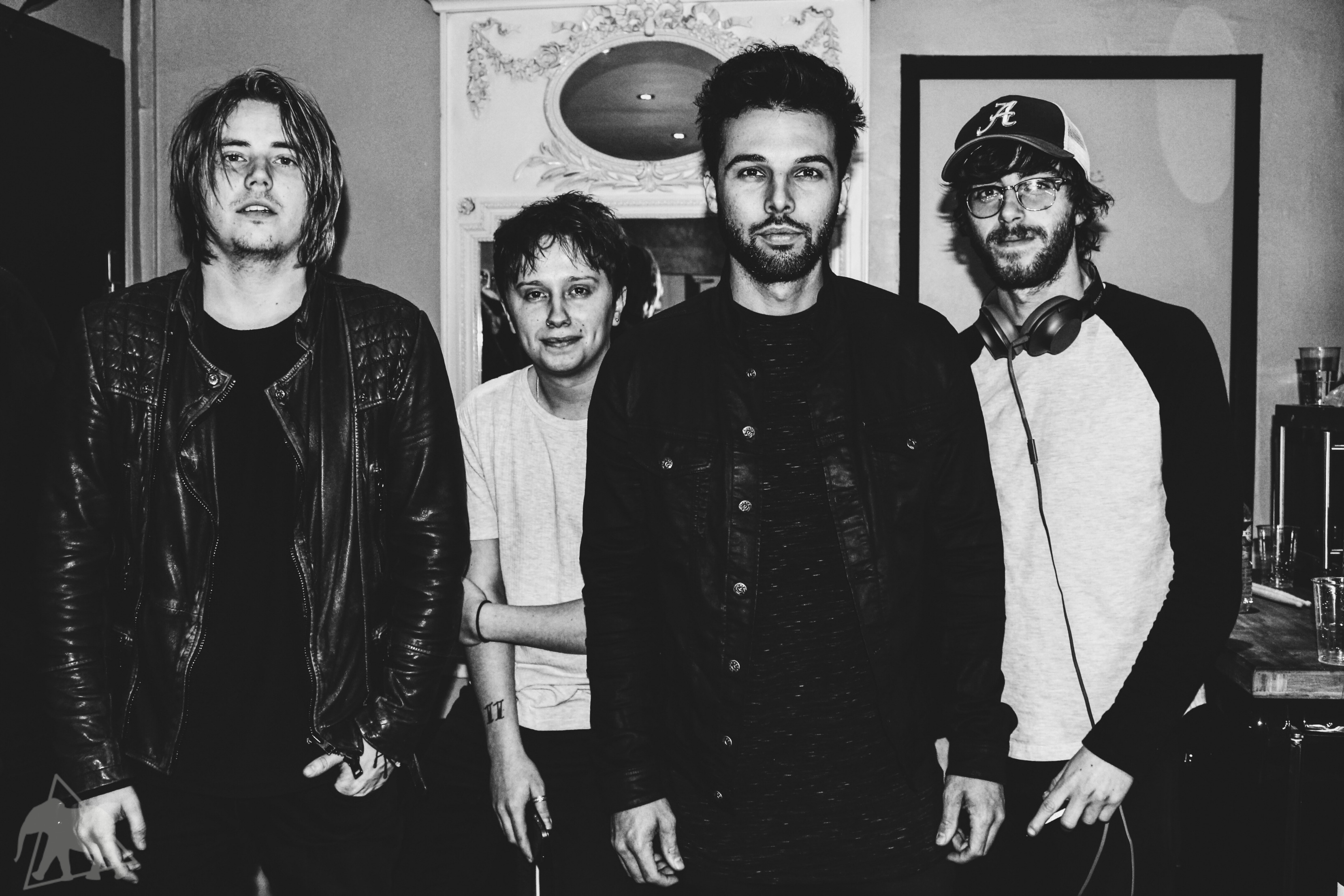 Joe Langridfge-Brown, Conor Mason, Dom Craik et Jame Price de Nothing But Thieves - Karma Spirit