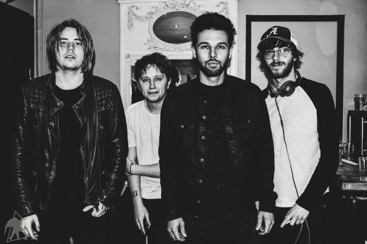 Joe Langridfge-Brown, Conor Mason, Dom Craik et Jame Price de Nothing But Thieves - Karma Spirit